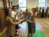Rozloučení před prázdninami v tělocvičně školy